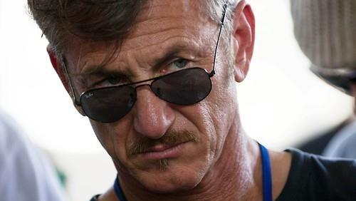[사진]AFP=연합뉴스DB, 작년 10월 호아킨 구스만을 인터뷰한 미국 영화배우 숀 펜