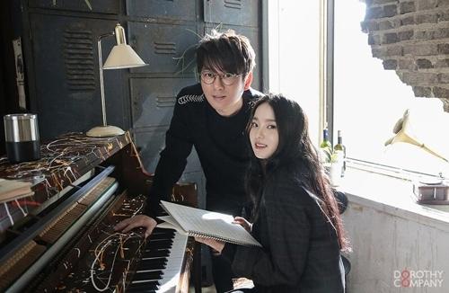 [사진]도로시컴퍼니 제공,신승훈과 로시(오른쪽)