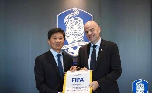 [사진]대한추국협회 제공, 정몽규 대한축구협회장(왼쪽)과 잔니 인판티노 FIFA 회장