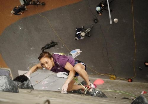 [사진]대한산악연맹 제공, 김자인(디스커버리 ICN)의 경기 장면