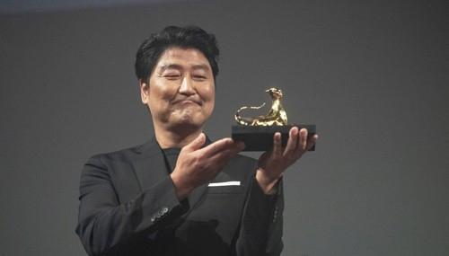 [사진]로카르노영화제 '엑설런스 어워드' 받은 송강호
