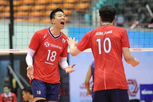 [사진]아시아배구연맹 제공, 한국남자배구 대표팀 센터 신영석(왼쪽)