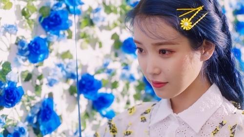 [사진]카카오 M 제공, 아이유 미니 5집 타이틀곡 '블루밍' 이미지