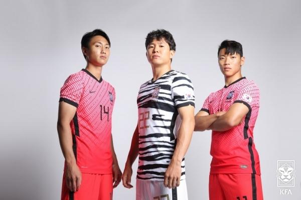 [사진]대한축구협회 제공, 대표팀 새 유니폼 입은 백승호(왼쪽부터), 권창훈, 황희찬